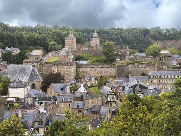 средневековая крепость во франции