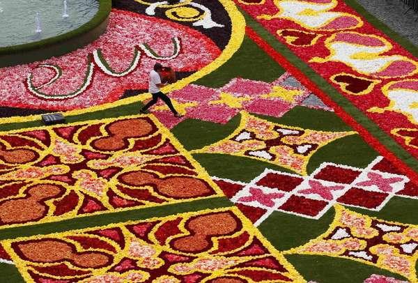 ковер из цветов брюссель фото