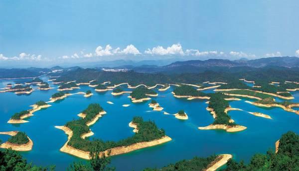 красивое озеро в китае