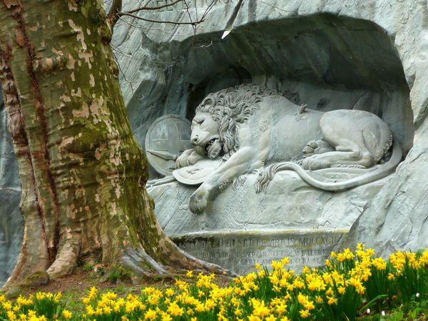 памятник швейцарским гвардейцам в люцерне