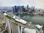 Огромный бассейн на крыше отеля Marina Bay Sands, Сингапур