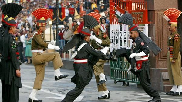 смена караула на индо-паистанской границе