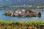 Маленький остров Сан-Джулио на озере Орта, Италия