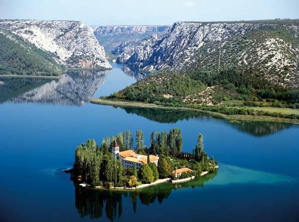 красивый маленький остров фото