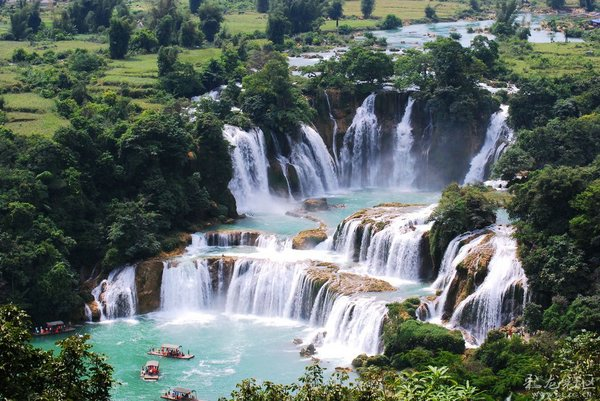 водопад Дэтянь в китае