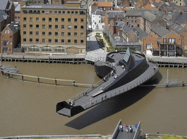 необычный разводной мост Scale Lane