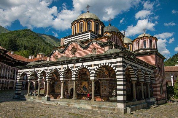 рильский монастырь фото