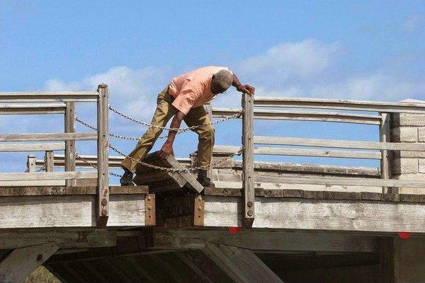 самый маленький разводной мост в мире
