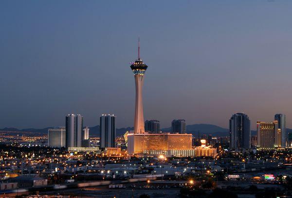 Отель-казино Стратосфера и самые экстремальные аттракционы Лас-Вегаса