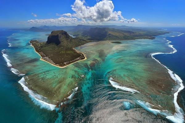 природная оптическая иллюзия подводный водопад