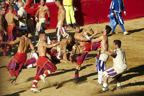 средневековый спорт кальчо