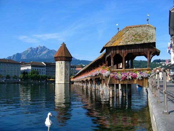 Деревянный мост Капельбрюкке в Люцерне, Швейцария