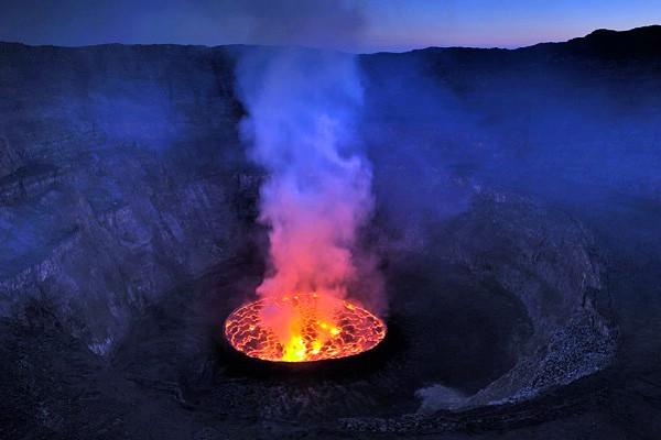 действующий вулкан Ньирагонго фото