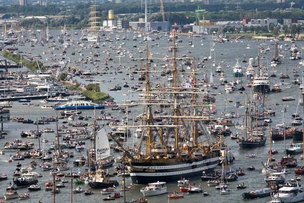 парад кораблей в Амстердаме фото