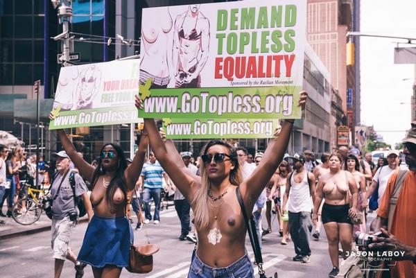 топлес-парад в нью-йорке