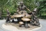 Скульптура Алиса в Стране чудес в Центральном парке Нью-Йорка