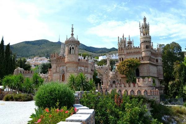 замки испании Коломарес