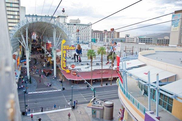 Аттракцион SlotZilla— захватывающий полет над Лас-Вегасом