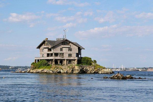 необычный дом в заливе Наррагансет