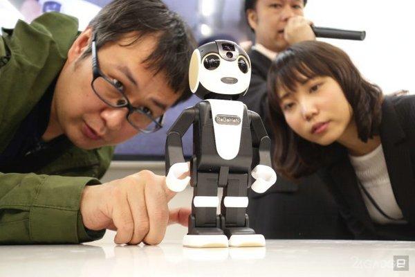 RoboHon— гибрид человекоподобного робота и смартфона