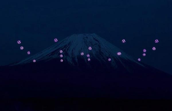 Световое шоу дронов над Фудзиямой
