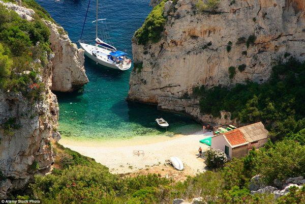 Пляж Стинива на острове Вис, Хорватия