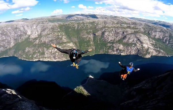 Умопомрачительные прыжки с плато Кьёраг, Норвегия