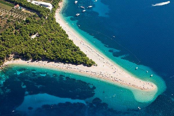 пляж Золотой рог на острове Брач