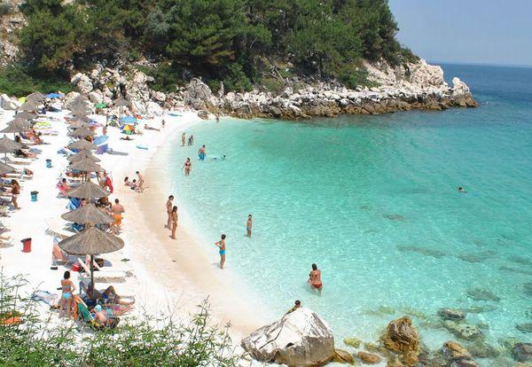 Мраморный пляж на острове Тасос, Греция