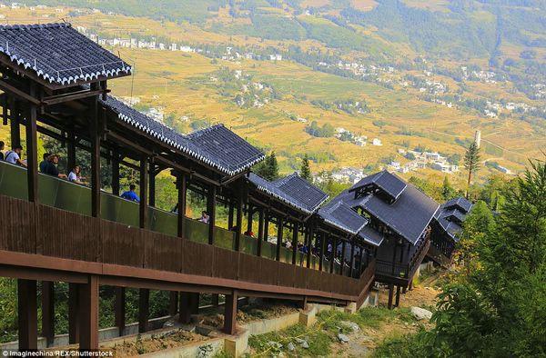 самый длинный в мире эскалатор