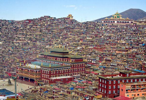 буддийский город Ларунг Гар