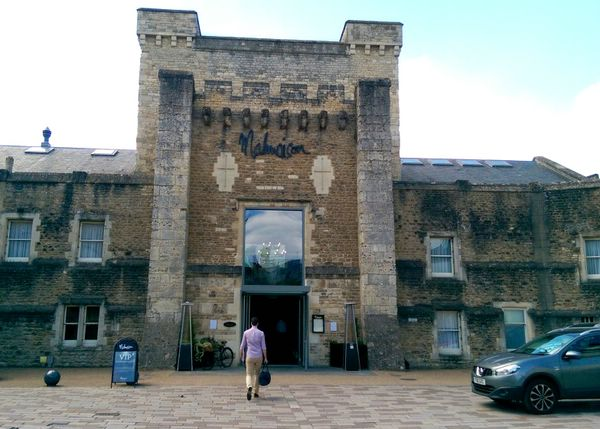 Malmaison Oxford castle — современный отель в здании викторианской тюрьмы