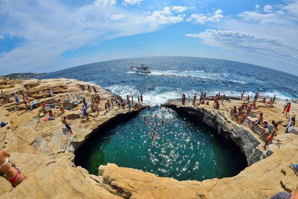 Изумрудная лагуна Гиола на греческом острове Тасос