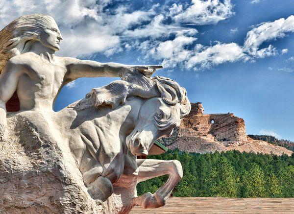Гигантский Мемориал Неистового Коня в горах Блэк-Хилс, США