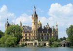 Великолепный Шверинский замок в городе Шверин, Германия