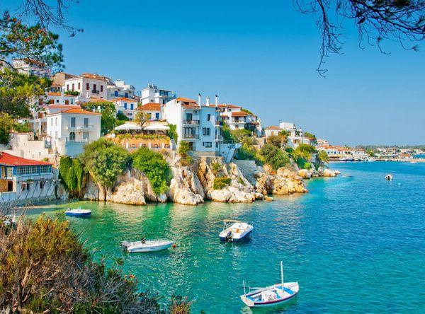Живописный греческий остров Скиатос