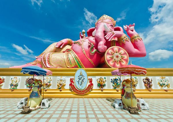 статуя ганеши в храме Ват Санам Ратанарам