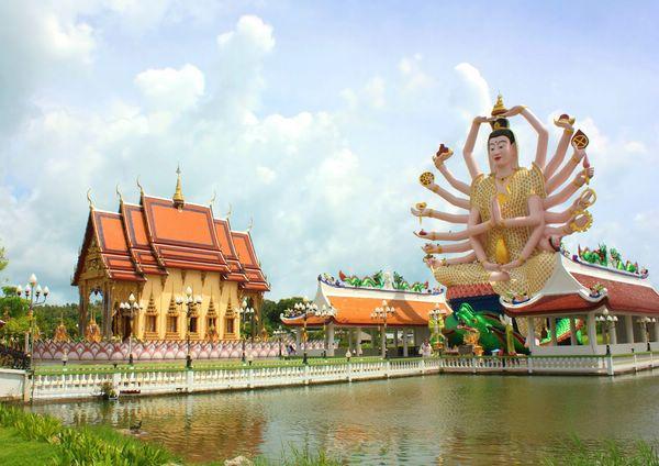храм Ват Плай Лаем