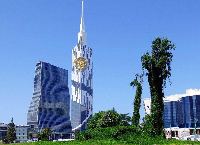 колесо обозрения в Batumi Tower